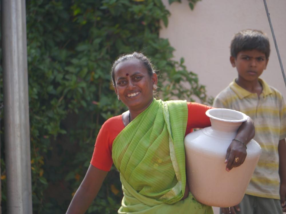 Woman carrying water from Ramagondanahalli