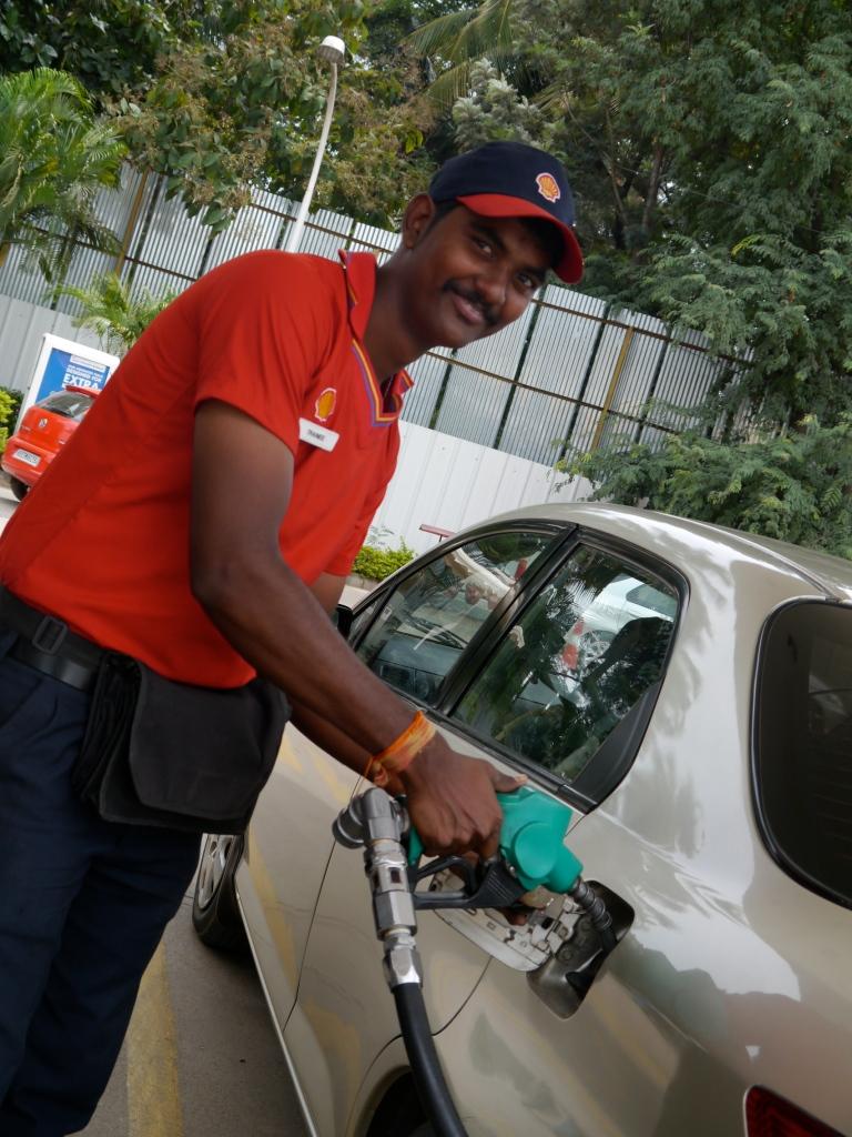 Shell guy filling diesel