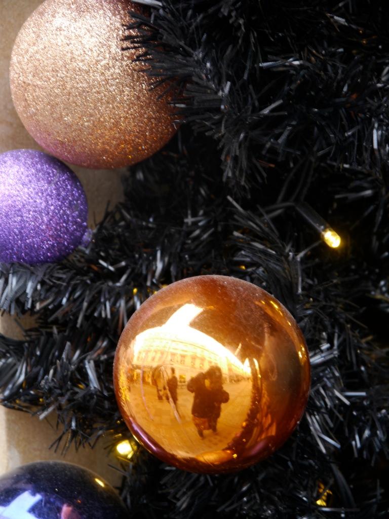 Anoushka purple balls