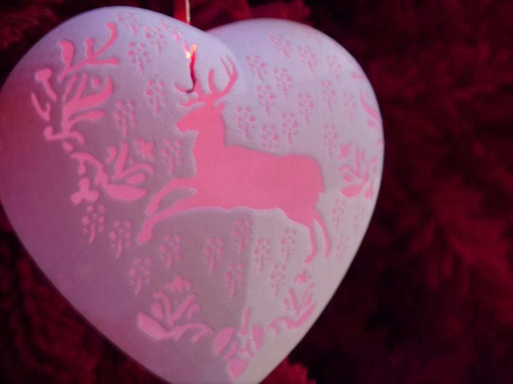 V&A Christmas tree heart reindeer