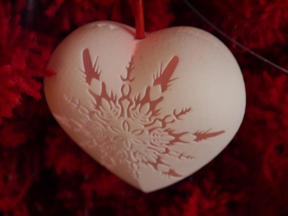 V&A Christmas tree heart snowflake