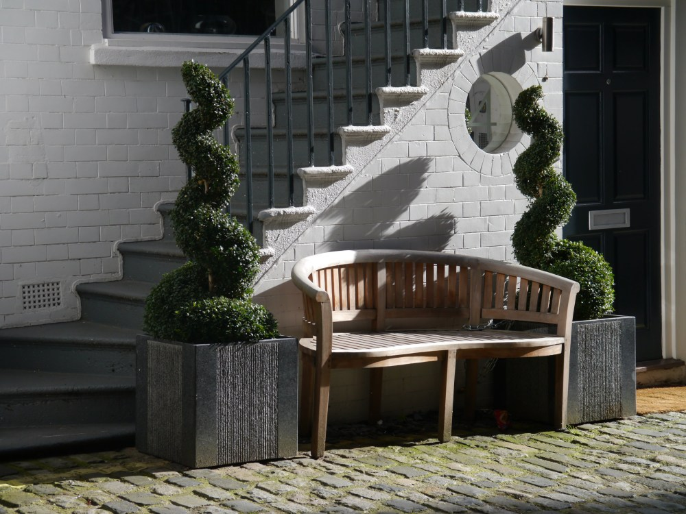 Mews bench