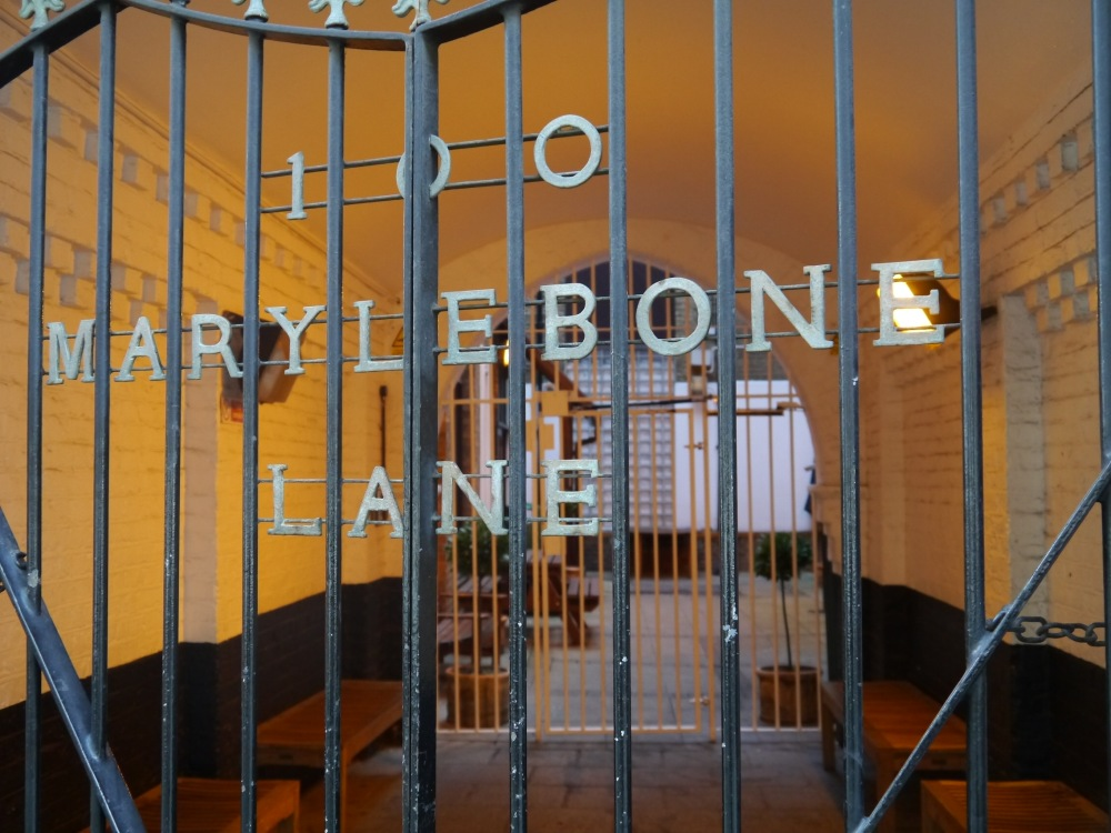 What is the adjective for Marylebone? Marylebonic? This photo must qualify as Marylebonic.