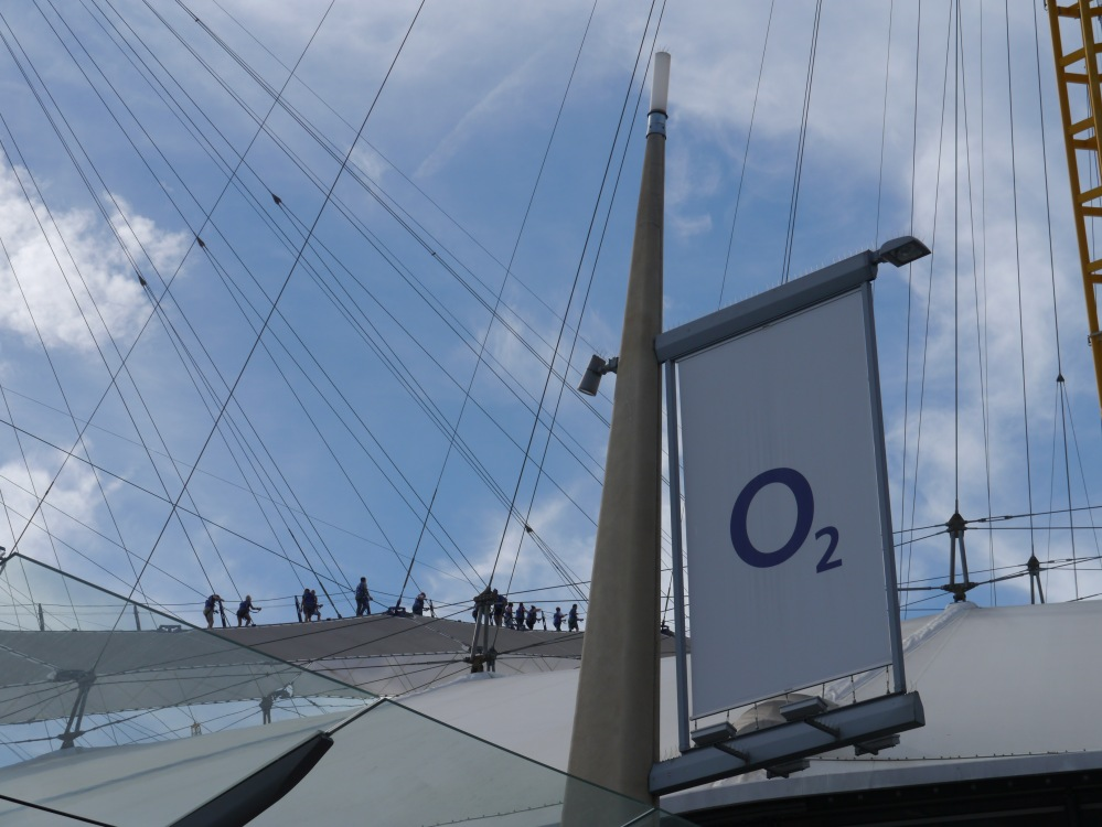 O2 roof and hikers