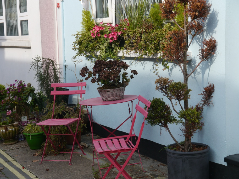 match your chairs to your geraniums