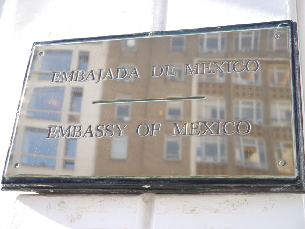 embassy of mexico sign
