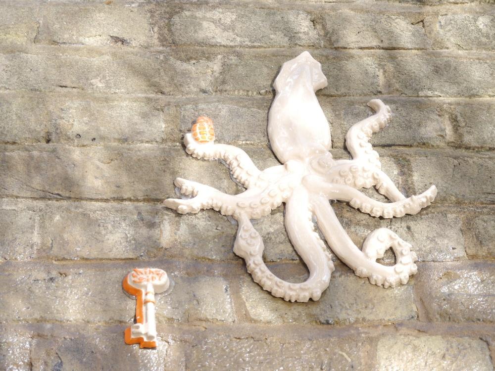 China Girl Tile Octopus (1)